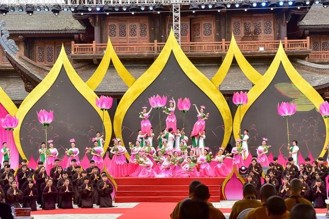 Hàng nghìn người đổ về dự lễ khai hội xuân ở ngôi chùa lớn nhất thế giới - 6