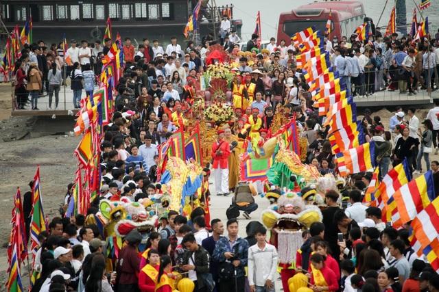 Hàng nghìn người đổ về dự lễ khai hội xuân ở ngôi chùa lớn nhất thế giới - 11