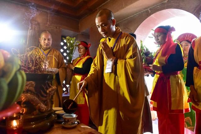 Hàng nghìn người đổ về dự lễ khai hội xuân ở ngôi chùa lớn nhất thế giới - 14