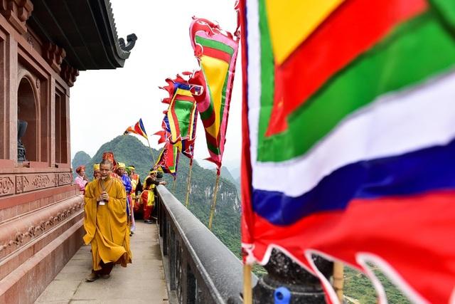 Hàng nghìn người đổ về dự lễ khai hội xuân ở ngôi chùa lớn nhất thế giới - 13
