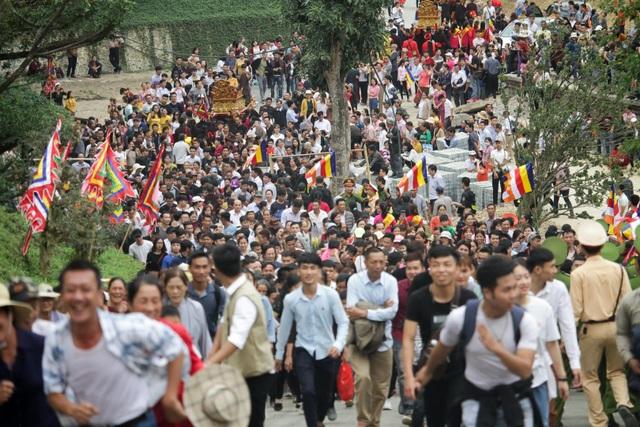 Hàng nghìn người đổ về dự lễ khai hội xuân ở ngôi chùa lớn nhất thế giới - 4