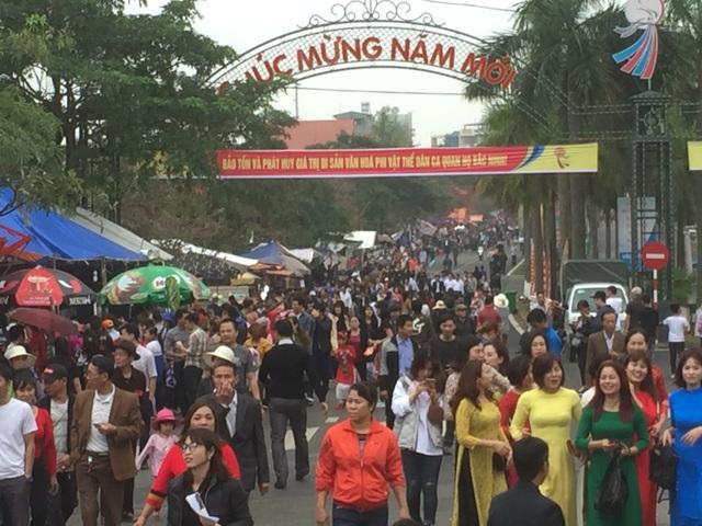 Dòng người tấp nập đổ về lễ Hội vùng Lim - 6