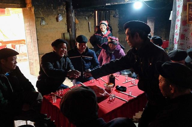 Màn kiểm tra lễ vật suốt 30 phút trong đám cưới đặc biệt ở Hà Giang - 10