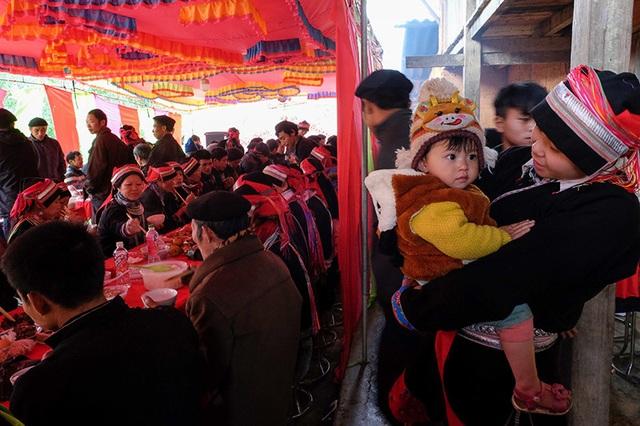 Màn kiểm tra lễ vật suốt 30 phút trong đám cưới đặc biệt ở Hà Giang - 5