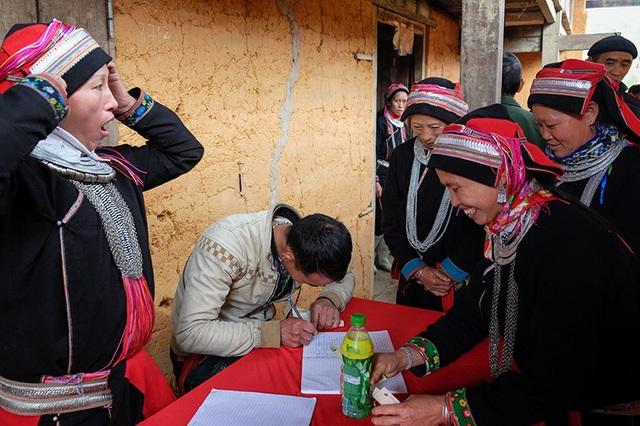 Màn kiểm tra lễ vật suốt 30 phút trong đám cưới đặc biệt ở Hà Giang - 6