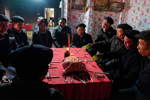 Màn kiểm tra lễ vật suốt 30 phút trong đám cưới đặc biệt ở Hà Giang - 9
