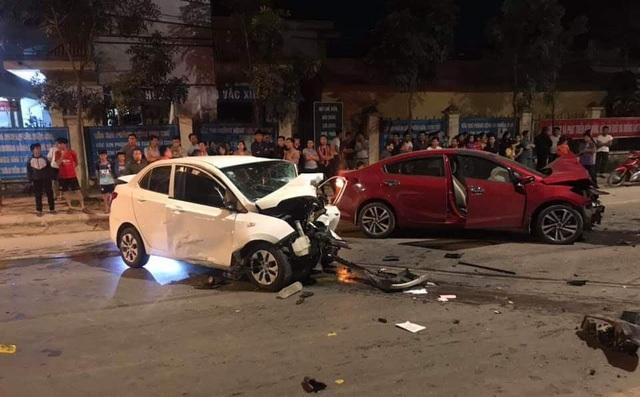 2 ô tô tông nhau cực mạnh, 1 người chết, 3 người bị thương - 1