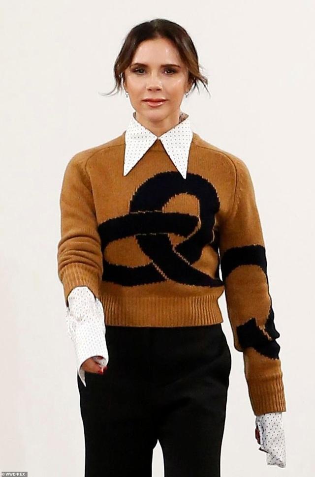 Victoria Beckham được chồng con ủng hộ khi ra mắt bộ sưu tập mới - 1