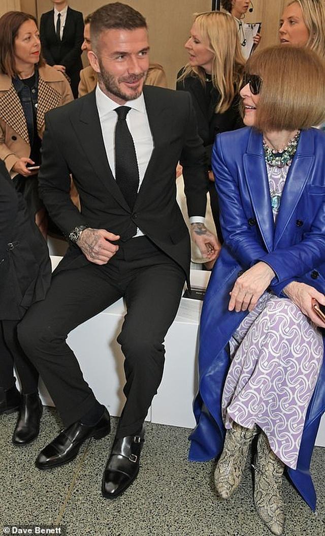 Victoria Beckham được chồng con ủng hộ khi ra mắt bộ sưu tập mới - 4