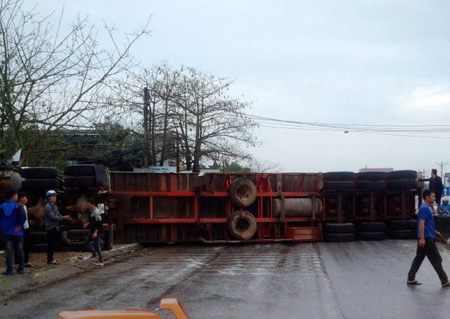 Tai nạn liên hoàn giữa 7 xe trên quốc lộ 1A, ít nhất 1 người tử vong - 2