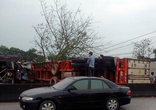 Tai nạn liên hoàn giữa 7 xe trên quốc lộ 1A, ít nhất 1 người tử vong - 7