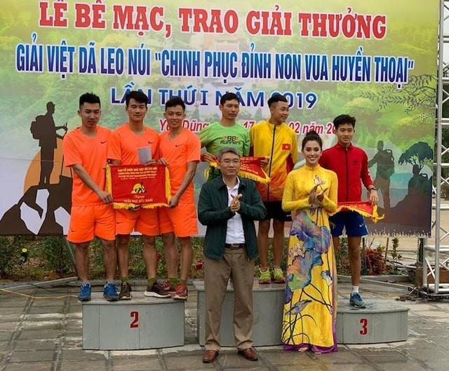 Hoa hậu Việt Nam 2018 cùng hàng trăm vận động viên chinh phục đỉnh Non Vua huyền thoại - 5