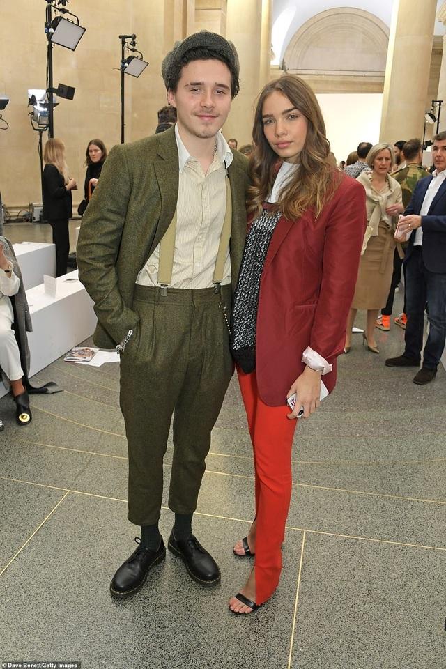 Victoria Beckham được chồng con ủng hộ khi ra mắt bộ sưu tập mới - 5