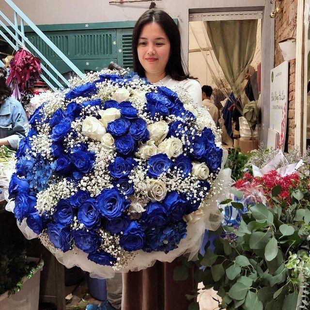 Đại gia chi 20 triệu mua bó hoa; anh thợ điều hòa tặng vợ 60 nhẫn vàng - 2