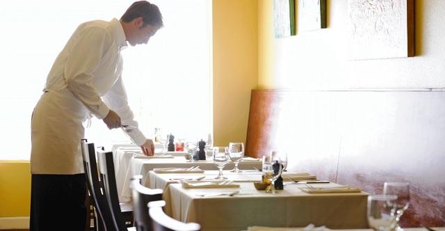 Khoảng hơn 200 nhân viên của một chuỗi nhà hàng được đền bù gần 1 triệu USD vì bị chủ ăn chặn tiền boa và không trả tiền làm thêm giờ.