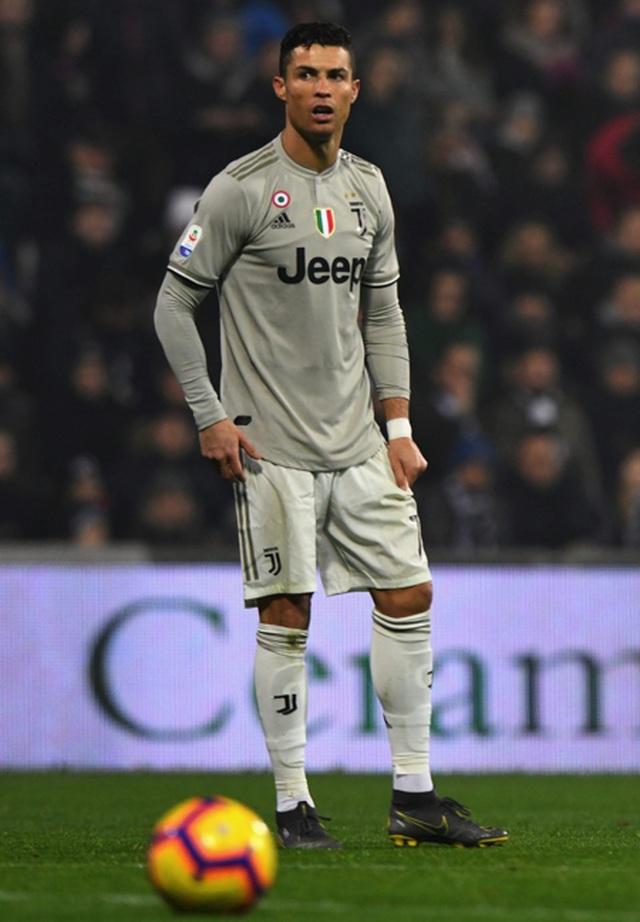 """Sau scandal """"bóc phốt"""", C.Ronaldo tiếp tục bị bạn gái kiện ra toà - 2"""