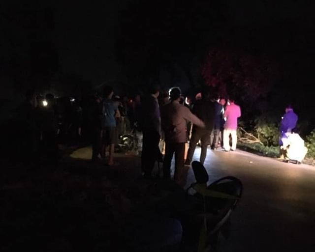 Hai xe máy đấu đầu trong đêm, 4 người thương vong