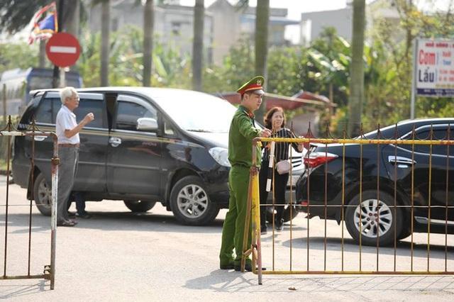 Huy động hơn 2.000 người tham gia bảo vệ lễ Khai ấn đền Trần - 2