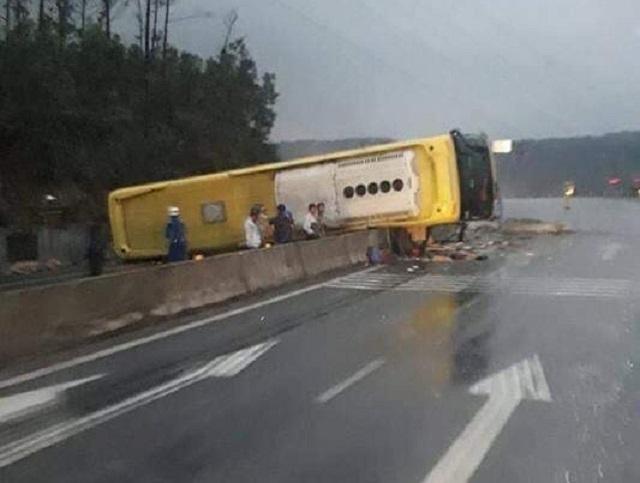 Hai vụ lật xe container trên cung đường lên cửa khẩu Cha Lo - 3