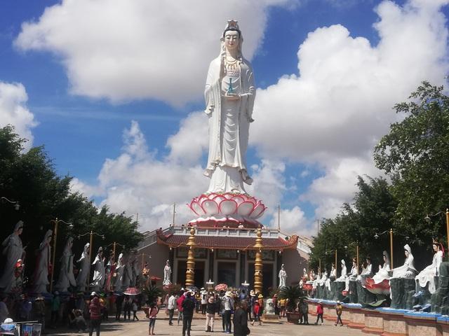 Đầu năm, thăm ngôi chùa có tượng Phật Quan Âm cao nhất miền Tây - 1