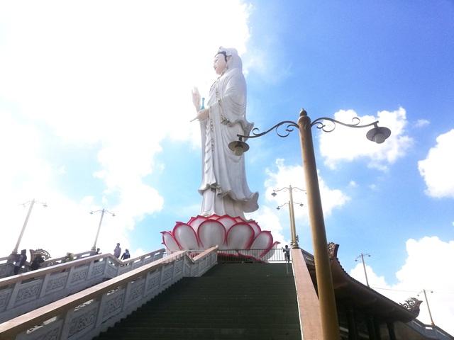 Đầu năm, thăm ngôi chùa có tượng Phật Quan Âm cao nhất miền Tây - 2
