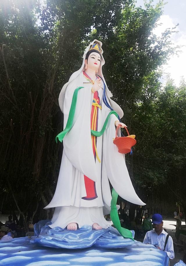 Đầu năm, thăm ngôi chùa có tượng Phật Quan Âm cao nhất miền Tây - 16