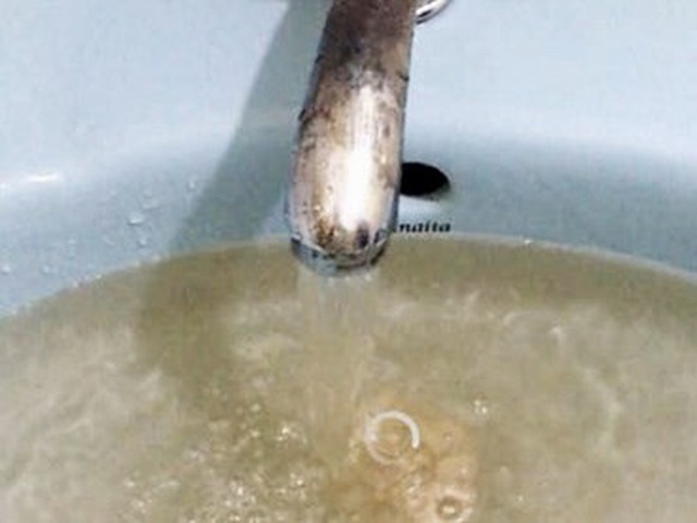 Đà Nẵng: Dân kêu trời vì nước sạch vàng đục, lắng cặn đen sì - 3