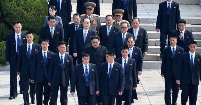 Lá chắn thép kiên cố bảo vệ ông Kim Jong-un trong các chuyến công du - 1