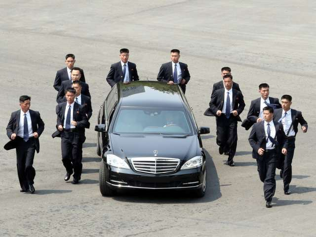 Lá chắn thép kiên cố bảo vệ ông Kim Jong-un trong các chuyến công du - 2