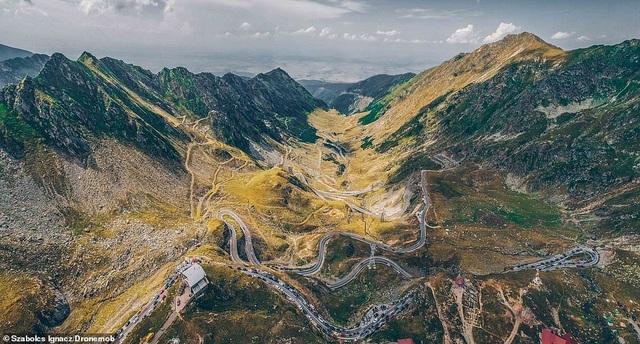 """Những bức ảnh đầy mê hoặc về con đường """"đẹp nhất thế giới"""" - 1"""