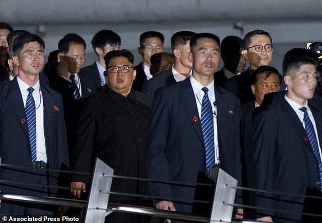 Lá chắn thép kiên cố bảo vệ ông Kim Jong-un trong các chuyến công du - 5