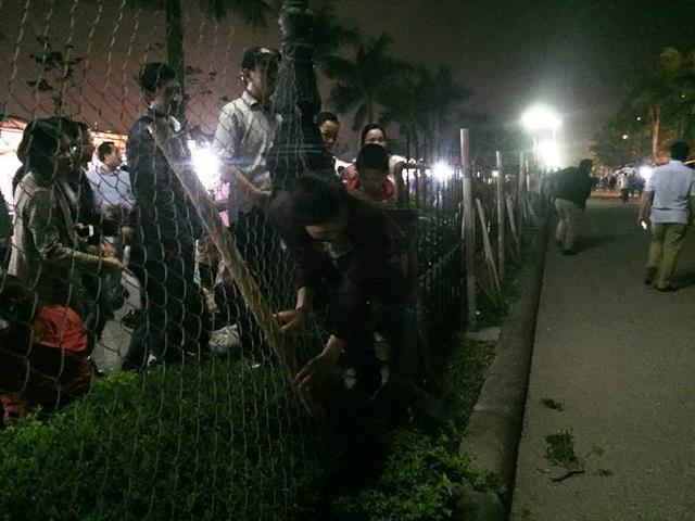 """""""Biển người"""" chờ đợi, nhiều người xé rào để vào dự lễ Khai ấn đền Trần - 3"""