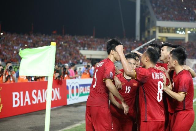 Chẳng học đâu xa, nhìn đội tuyển Việt Nam để thấy người Việt trẻ đủ sức làm việc lớn - 2