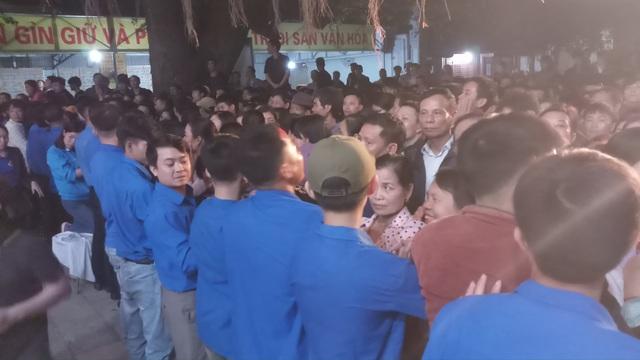 Đền Trần Thanh Hóa phát 10.000 lá ấn cho người dân và du khách - 14