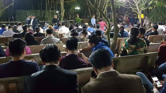 """""""Biển người"""" chờ đợi, nhiều người xé rào để vào dự lễ Khai ấn đền Trần - 12"""