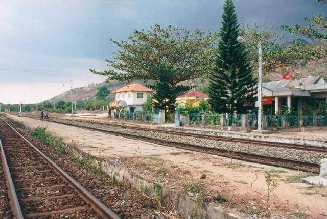 7 giờ nỗ lực khắc phục sự cố lật tàu, thông tuyến đường sắt Bắc - Nam - 5