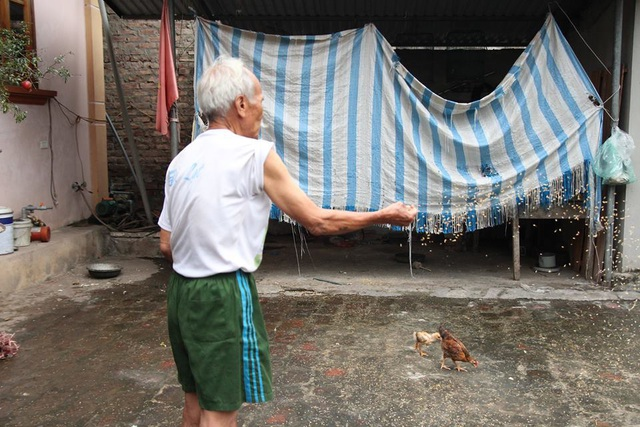 """Ông lão U90 ở Hà Nội kể chuyện """"tán đổ"""" vợ trẻ kém 40 chỉ bằng... câu nói đùa - 4"""
