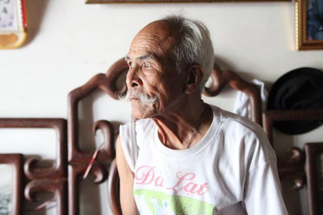 """Ông lão U90 ở Hà Nội kể chuyện """"tán đổ"""" vợ trẻ kém 40 chỉ bằng... câu nói đùa - 2"""