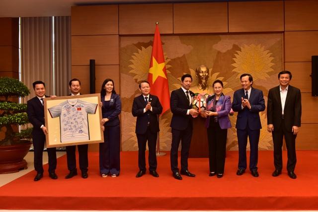 Anh2.Chủ tịch Quốc hội biểu dương Văn Phú – Invest.jpg