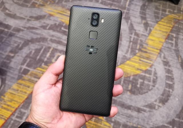 Blackberry Evolve 2.jpg