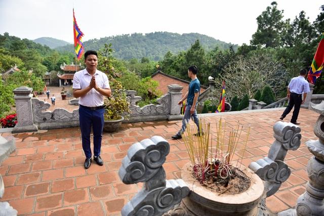 Toàn cảnh đền Chu Văn An trên núi Phượng Hoàng - 12