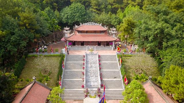 Toàn cảnh đền Chu Văn An trên núi Phượng Hoàng - 8