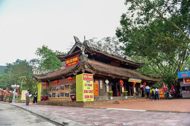 Toàn cảnh đền Chu Văn An trên núi Phượng Hoàng - 2