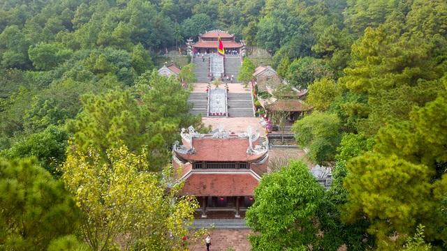 Toàn cảnh đền Chu Văn An trên núi Phượng Hoàng  - 1