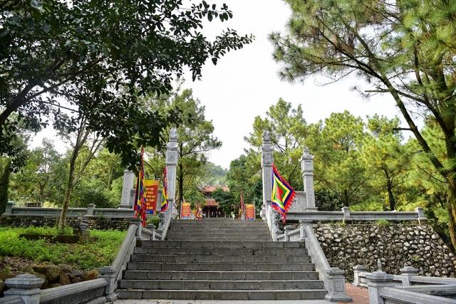 Toàn cảnh đền Chu Văn An trên núi Phượng Hoàng - 3