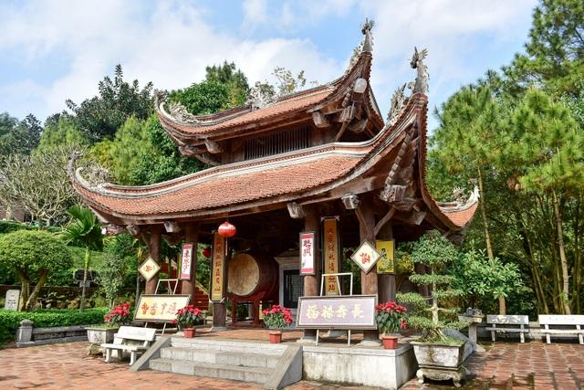 Toàn cảnh đền Chu Văn An trên núi Phượng Hoàng - 5