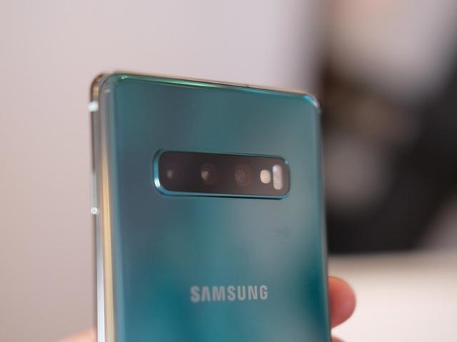"""Cận cảnh bộ 3 Galaxy S10 vừa trình làng: Thiết kế đẹp, cấu hình """"khủng"""" - 6"""