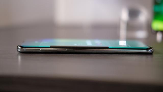 """Cận cảnh bộ 3 Galaxy S10 vừa trình làng: Thiết kế đẹp, cấu hình """"khủng"""" - 8"""