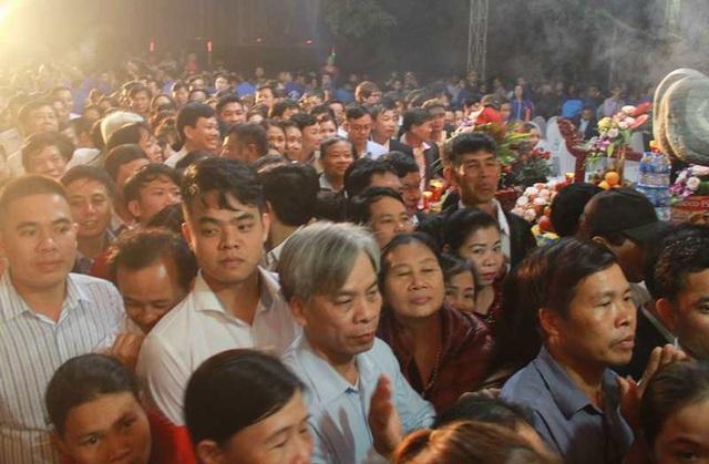 Đền Trần Thanh Hóa phát 10.000 lá ấn cho người dân và du khách - 3