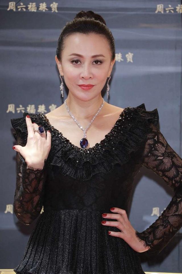 Lưu Gia Linh trẻ đẹp ngỡ ngàng ở tuổi 53, hạnh phúc bên ông xã Lương Triều Vỹ - 1